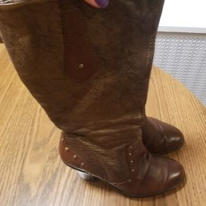 Born Leather Boots Size 7